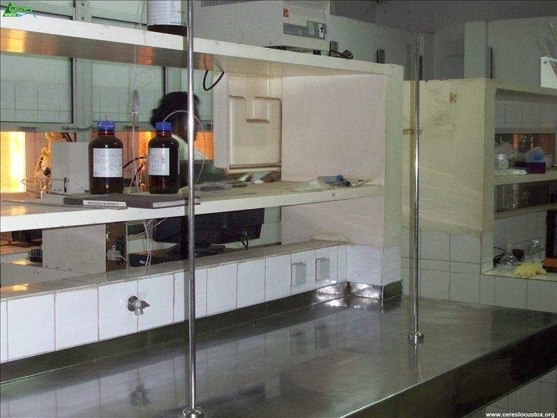 Paillasse métallique amovible de la salle d'extraction-purification